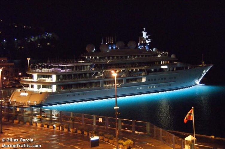 https://www.ragusanews.com/resizer/resize.php?url=https://www.ragusanews.com//immagini_articoli/02-08-2018/1533240898-3-yacht-arrivato-katara.jpg&size=752x500c0