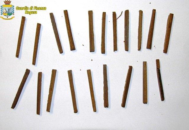 https://www.ragusanews.com/resizer/resize.php?url=https://www.ragusanews.com//immagini_articoli/02-11-2014/1414922967-1-droga-un-arresto-a-vittoria.jpg&size=724x500c0