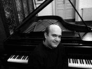 https://www.ragusanews.com/resizer/resize.php?url=https://www.ragusanews.com//immagini_articoli/03-02-2016/1454528025-0-raffale-terlizzi-in-concerto-a-scicli.jpg&size=667x500c0