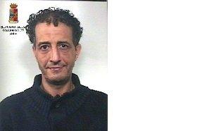 https://www.ragusanews.com/resizer/resize.php?url=https://www.ragusanews.com//immagini_articoli/03-02-2018/1517646767-1-droga-arrestata-pozzallese-marocchino.jpg&size=844x500c0