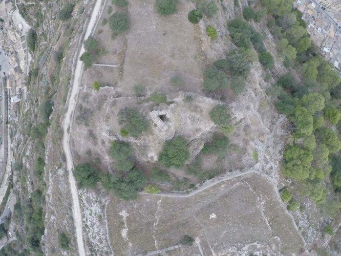 https://www.ragusanews.com/resizer/resize.php?url=https://www.ragusanews.com//immagini_articoli/03-06-2018/1528030503-1-archeologi-polacchi-scavano-castello-cantoni.jpg&size=666x500c0