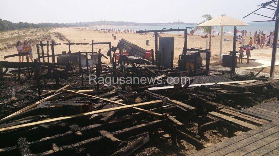https://www.ragusanews.com/resizer/resize.php?url=https://www.ragusanews.com//immagini_articoli/03-07-2014/1404378374-1-incendio-doloso-ai-danni-del-pappafico-di-sampieri.jpg&size=889x500c0