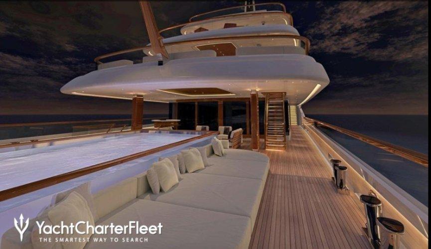 https://www.ragusanews.com/resizer/resize.php?url=https://www.ragusanews.com//immagini_articoli/03-08-2017/1501796452-1-yacht-sicilia-faith-vertigo.png&size=865x500c0