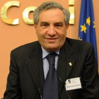 https://www.ragusanews.com/resizer/resize.php?url=https://www.ragusanews.com//immagini_articoli/03-12-2012/1396121332-scherma-giorgio-scarso-rieletto-presidente-federale.jpg&size=500x500c0