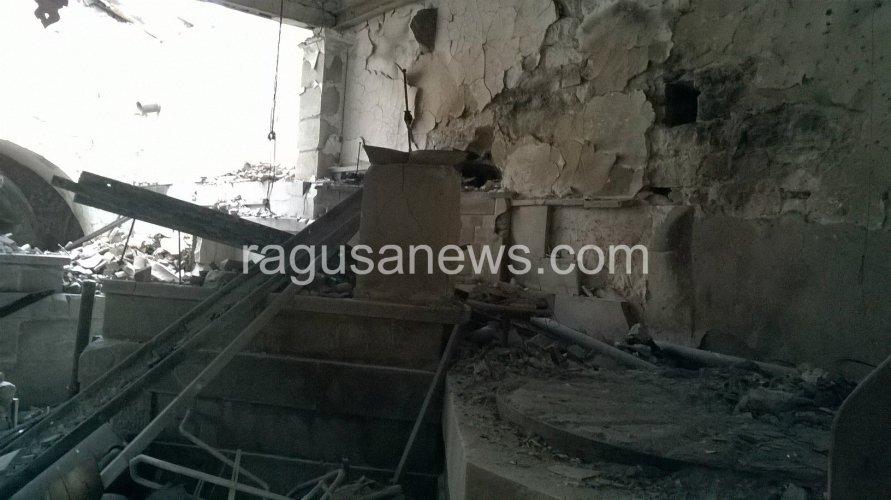 https://www.ragusanews.com/resizer/resize.php?url=https://www.ragusanews.com//immagini_articoli/03-12-2016/1480765984-1-il-mulino-soprano-di-chiaramonte-distrutto-da-un-incendio.jpg&size=891x500c0