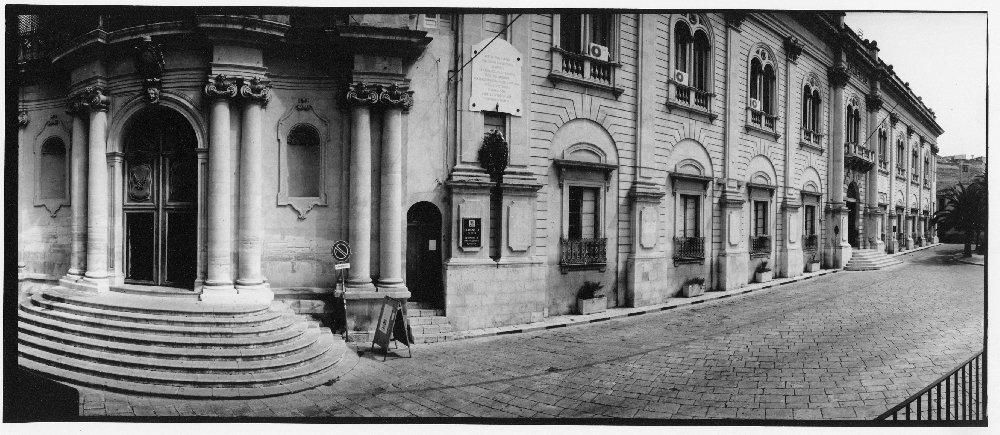 https://www.ragusanews.com/resizer/resize.php?url=https://www.ragusanews.com//immagini_articoli/04-01-2013/1396121091-patrimonio-culturale-monumentomutamento.jpg&size=1149x500c0