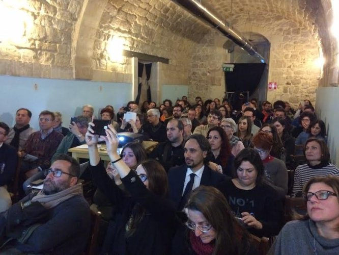 https://www.ragusanews.com/resizer/resize.php?url=https://www.ragusanews.com//immagini_articoli/04-03-2016/1457106060-0-primo-meeting-sicilia-ospitalita.jpg&size=666x500c0