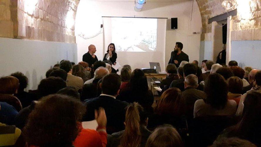 https://www.ragusanews.com/resizer/resize.php?url=https://www.ragusanews.com//immagini_articoli/04-03-2016/1457106107-1-primo-meeting-sicilia-ospitalita.jpg&size=889x500c0