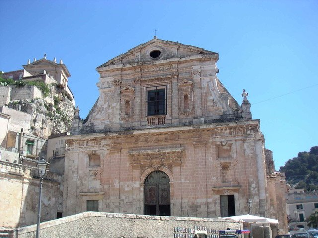 https://www.ragusanews.com/resizer/resize.php?url=https://www.ragusanews.com//immagini_articoli/04-04-2013/1396120248-i-manno-e-la-pala-daltare-della-chiesa-della-consolazione-di-scicli.jpg&size=667x500c0