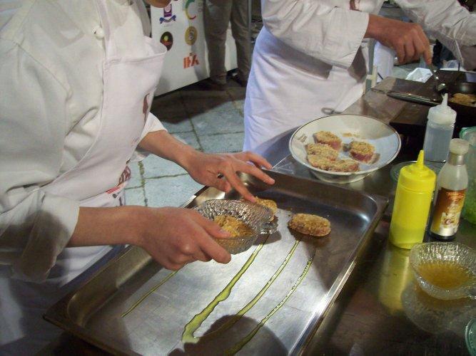 https://www.ragusanews.com/resizer/resize.php?url=https://www.ragusanews.com//immagini_articoli/04-05-2015/1430724823-0-i-vincitori-del-concorso-gastronomico-terramatta-ad-expo.jpg&size=667x500c0