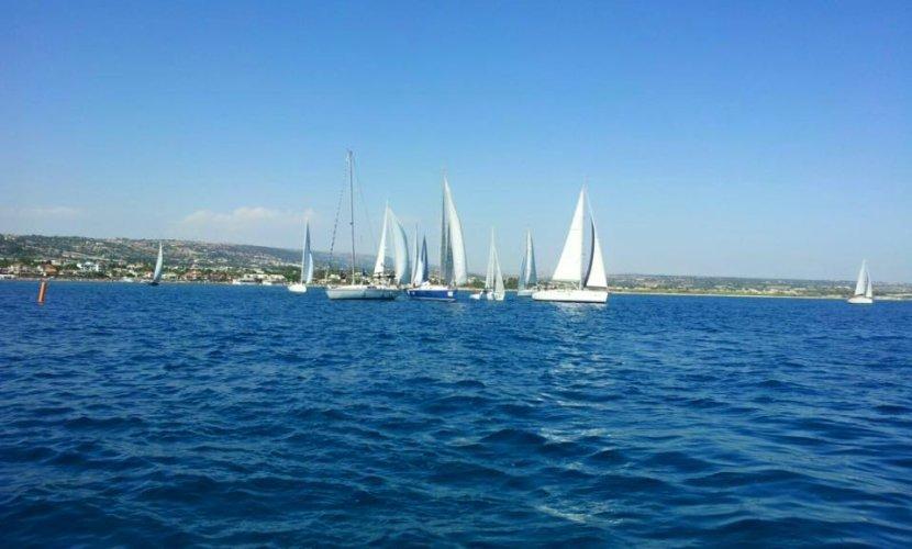 https://www.ragusanews.com/resizer/resize.php?url=https://www.ragusanews.com//immagini_articoli/04-07-2016/1467658460-0-trofeo-boroli-vince-imbarcazione-maltese.jpg&size=830x500c0