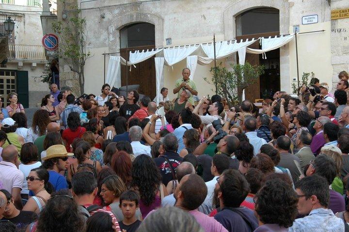 https://www.ragusanews.com/resizer/resize.php?url=https://www.ragusanews.com//immagini_articoli/04-08-2012/1396121708-le-passeggiate-barocche-di-nifosi-e-barone-a-modica-e-scicli.jpg&size=752x500c0