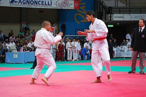 https://www.ragusanews.com/resizer/resize.php?url=https://www.ragusanews.com//immagini_articoli/04-11-2014/1415056245-0-due-ori-e-un-bronzo-per-il-judo-club-koizumi-al-torneo-sankaku.jpg&size=746x500c0