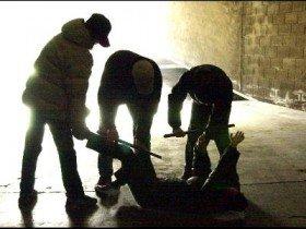 https://www.ragusanews.com/resizer/resize.php?url=https://www.ragusanews.com//immagini_articoli/04-11-2014/1415124309-0-rumeno-violento-con-moglie-e-figlia-pestato.jpg&size=667x500c0