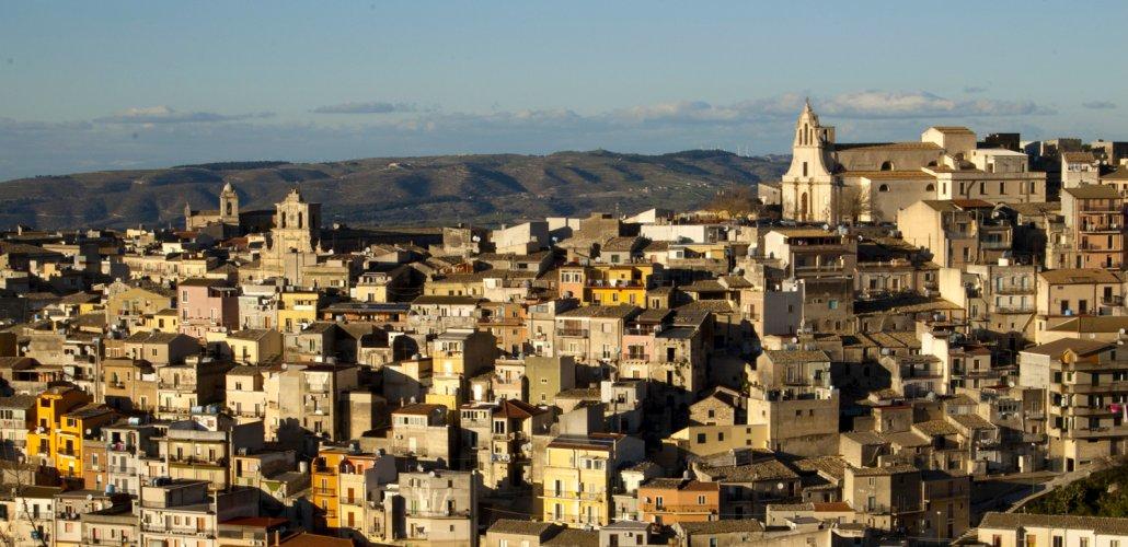 https://www.ragusanews.com/resizer/resize.php?url=https://www.ragusanews.com//immagini_articoli/04-12-2017/1512379029-1-nascono-chiaramonte-monterosso-ospitalit-diffusa.jpg&size=1030x500c0
