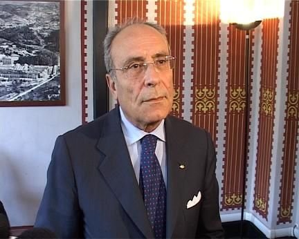 https://www.ragusanews.com/resizer/resize.php?url=https://www.ragusanews.com//immagini_articoli/05-01-2014/1396118317-uno-sciclitano-commissario-straordinario-della-provincia-di-catania.jpg&size=624x500c0