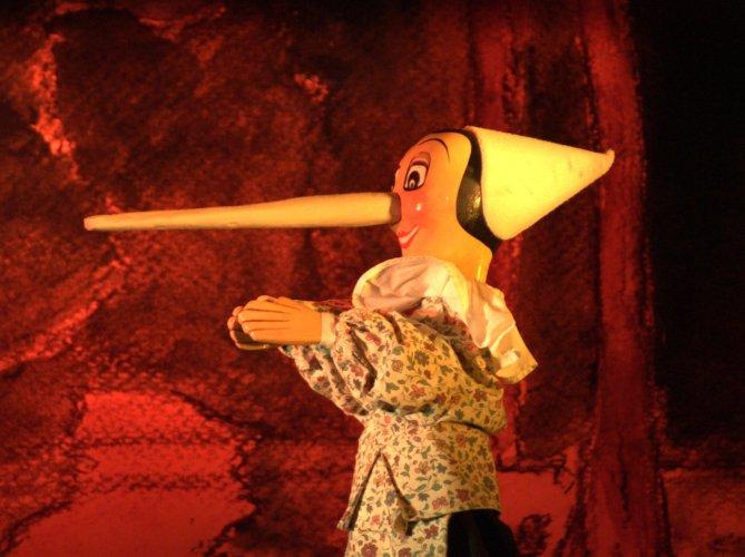 https://www.ragusanews.com/resizer/resize.php?url=https://www.ragusanews.com//immagini_articoli/05-01-2015/1420455146-0-teatro-umbro-dei-burattini-pinocchio-a-ragusa.jpg&size=669x500c0