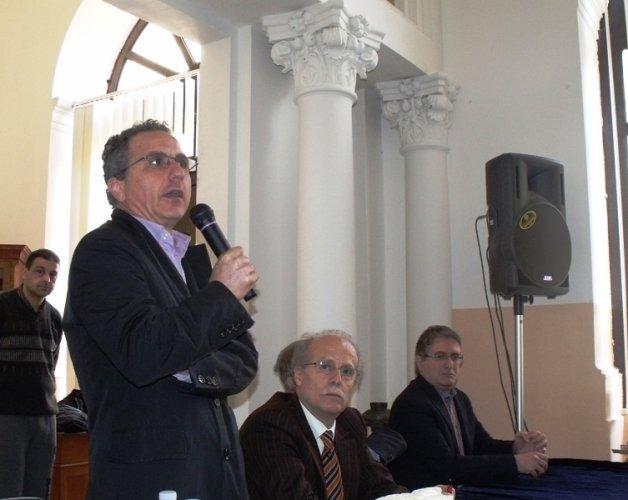 https://www.ragusanews.com/resizer/resize.php?url=https://www.ragusanews.com//immagini_articoli/05-02-2012/1396122678-assemblea-al-liceo-classico-di-modica-lunedi-la-decisione-sullautonomia.jpg&size=628x500c0