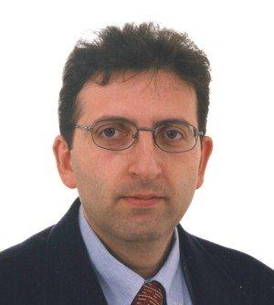 https://www.ragusanews.com/resizer/resize.php?url=https://www.ragusanews.com//immagini_articoli/05-04-2011/1396124309-calo-di-iscritti-al-classico-di-scicli-risponde-il-preside.jpg&size=449x500c0