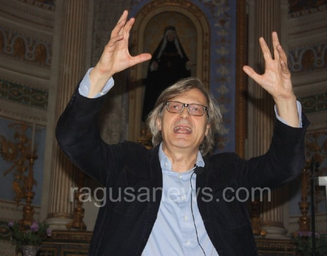 https://www.ragusanews.com/resizer/resize.php?url=https://www.ragusanews.com//immagini_articoli/05-04-2016/1459808489-0-sgarbi-torna-a-scicli.jpg&size=639x500c0