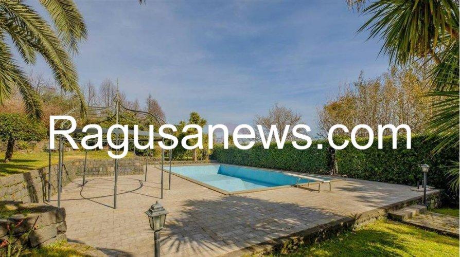 https://www.ragusanews.com/resizer/resize.php?url=https://www.ragusanews.com//immagini_articoli/05-05-2019/1557091767-1-villa-di-battiato-in-vendita-a-milo-spuntano-foto.jpg&size=894x500c0
