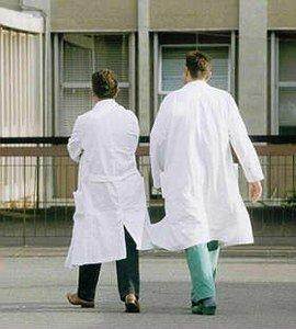 https://www.ragusanews.com/resizer/resize.php?url=https://www.ragusanews.com//immagini_articoli/05-07-2011/1396123864-ospedali-iblei-venti-infermieri-per-l-estate-ammatuna-non-basta.jpg&size=450x500c0