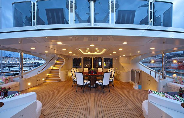 https://www.ragusanews.com/resizer/resize.php?url=https://www.ragusanews.com//immagini_articoli/05-08-2016/1470388893-1-ulysses-lo-yacht-da-sogno-vola-da-costa-di-carro-a-marina.jpg&size=777x500c0