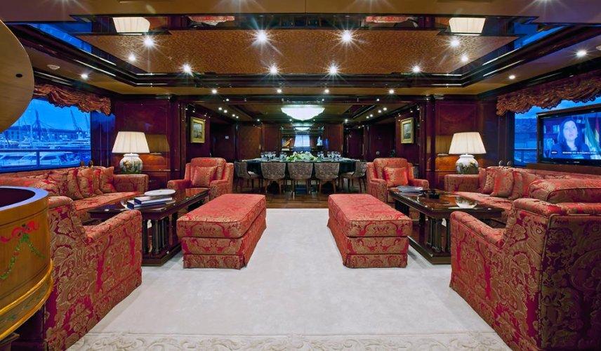 https://www.ragusanews.com/resizer/resize.php?url=https://www.ragusanews.com//immagini_articoli/05-08-2016/1470388944-1-ulysses-lo-yacht-da-sogno-vola-da-costa-di-carro-a-marina.jpg&size=856x500c0