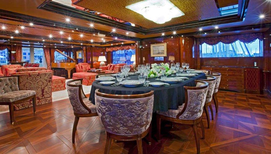 https://www.ragusanews.com/resizer/resize.php?url=https://www.ragusanews.com//immagini_articoli/05-08-2016/1470388991-1-ulysses-lo-yacht-da-sogno-vola-da-costa-di-carro-a-marina.jpg&size=879x500c0