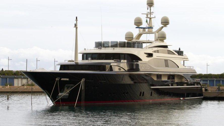 https://www.ragusanews.com/resizer/resize.php?url=https://www.ragusanews.com//immagini_articoli/05-08-2016/1470389279-1-ulysses-lo-yacht-da-sogno-vola-da-costa-di-carro-a-marina.jpg&size=889x500c0