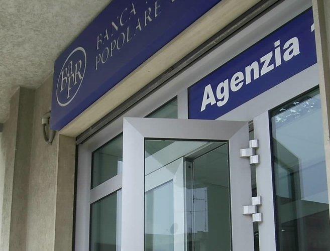 https://www.ragusanews.com/resizer/resize.php?url=https://www.ragusanews.com//immagini_articoli/05-09-2015/1441472960-0-la-banca-agricola-di-ragusa-si-fonde-con-banca-popolare-di-milano.jpg&size=657x500c0