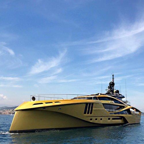 https://www.ragusanews.com/resizer/resize.php?url=https://www.ragusanews.com//immagini_articoli/05-09-2017/1504608481-1-ortigia-arrivato-yacht-doro-chiama-khalilah-foto.jpg&size=500x500c0