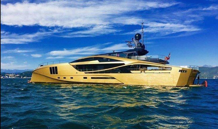 https://www.ragusanews.com/resizer/resize.php?url=https://www.ragusanews.com//immagini_articoli/05-09-2017/1504608625-1-ortigia-arrivato-yacht-doro-chiama-khalilah-foto.png&size=840x500c0