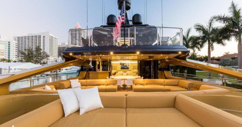 https://www.ragusanews.com/resizer/resize.php?url=https://www.ragusanews.com//immagini_articoli/05-09-2017/1504608776-6-ortigia-arrivato-yacht-doro-chiama-khalilah-foto.png&size=951x500c0