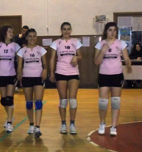 https://www.ragusanews.com/resizer/resize.php?url=https://www.ragusanews.com//immagini_articoli/05-10-2011/1396123444-partenza-a-singhiozzo-della-siklani-di-volley.jpg&size=467x500c0