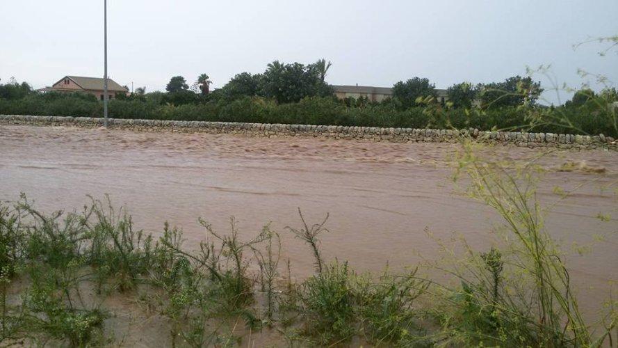 https://www.ragusanews.com/resizer/resize.php?url=https://www.ragusanews.com//immagini_articoli/05-10-2017/1507200190-1-ragusamarina-ragusa-diventata-fiume-foto.jpg&size=889x500c0