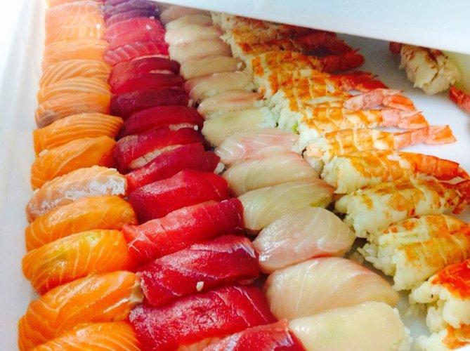 https://www.ragusanews.com/resizer/resize.php?url=https://www.ragusanews.com//immagini_articoli/05-12-2015/1449324854-1-chi-sushi-a-al-galu.jpg&size=669x500c0