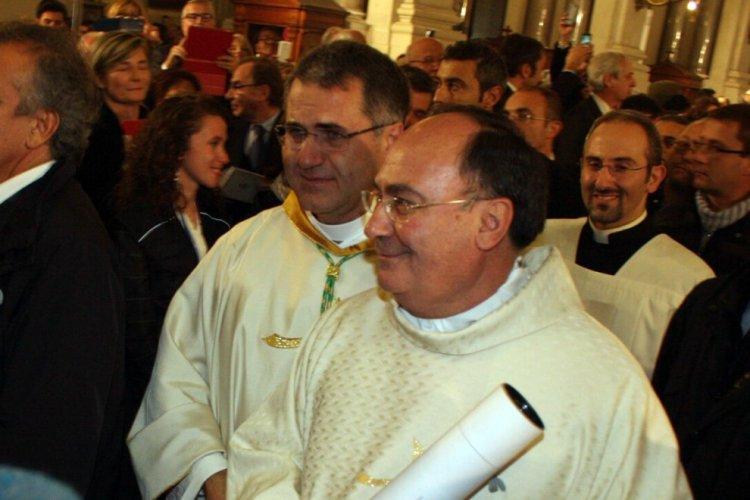 https://www.ragusanews.com/resizer/resize.php?url=https://www.ragusanews.com//immagini_articoli/05-12-2015/1449342871-0-corrado-lorefice-e-arcivescovo-di-palermo-si-commuove-e-piange.jpg&size=750x500c0