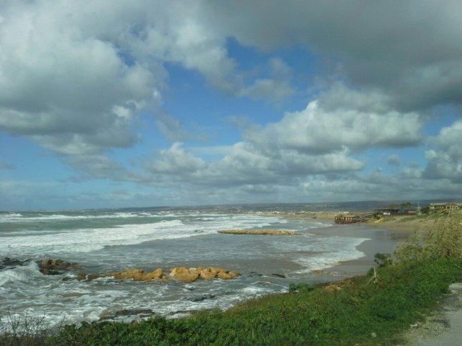 https://www.ragusanews.com/resizer/resize.php?url=https://www.ragusanews.com//immagini_articoli/06-02-2015/1423241875-0-il-mare-si-mangia-la-spiaggia-nonostante-i-pennelli.jpg&size=667x500c0