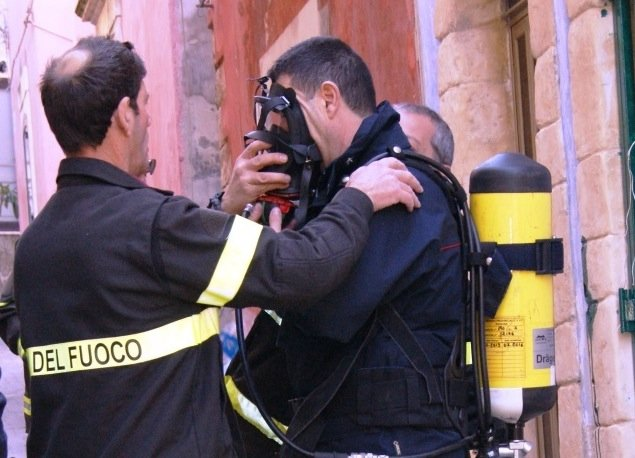https://www.ragusanews.com/resizer/resize.php?url=https://www.ragusanews.com//immagini_articoli/06-02-2016/1454761948-0-dramma-della-solitudine-carabinieri-ritrovano-uomo-morto-da-settimane.jpg&size=693x500c0
