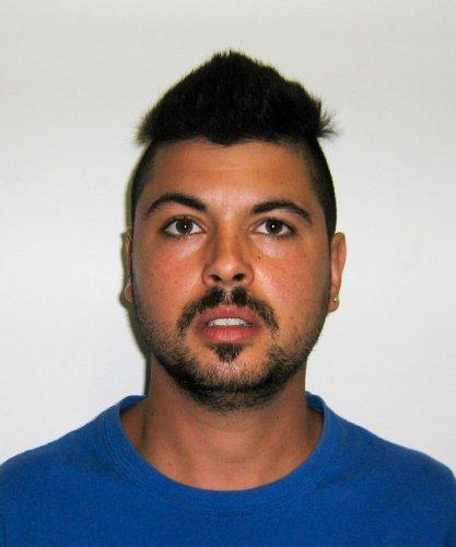 https://www.ragusanews.com/resizer/resize.php?url=https://www.ragusanews.com//immagini_articoli/06-09-2014/1409993997-0-droga-arrestato-francesco-asta.jpg&size=417x500c0