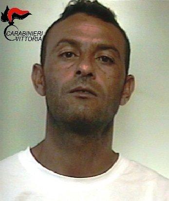 https://www.ragusanews.com/resizer/resize.php?url=https://www.ragusanews.com//immagini_articoli/06-09-2017/1504689922-1-copriva-lamico-quando-domiciliari-arrestati-tunisini.jpg&size=422x500c0