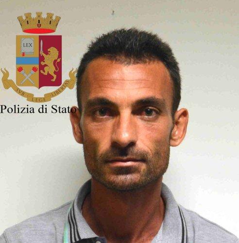 https://www.ragusanews.com/resizer/resize.php?url=https://www.ragusanews.com//immagini_articoli/06-09-2018/1536217345-5-spacciatori-spiaggia-cinque-arresti.jpg&size=492x500c0