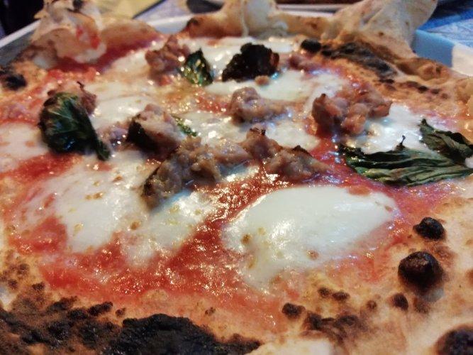 https://www.ragusanews.com/resizer/resize.php?url=https://www.ragusanews.com//immagini_articoli/06-09-2018/1536222578-1-napoli-dopo-aver-assaggiato-questa-pizza-potete-anche-morire-felici-foto.jpg&size=667x500c0