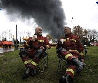 https://www.ragusanews.com/resizer/resize.php?url=https://www.ragusanews.com//immagini_articoli/06-11-2014/1415270675-0-finto-pompiere-sgamato-dalla-polizia.jpg&size=589x500c0
