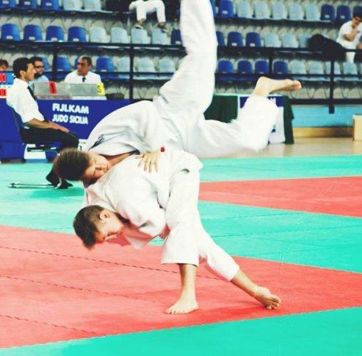 https://www.ragusanews.com/resizer/resize.php?url=https://www.ragusanews.com//immagini_articoli/07-07-2013/1396119779-judo-i-successi-di-gabriele-bossettini.jpg&size=508x500c0
