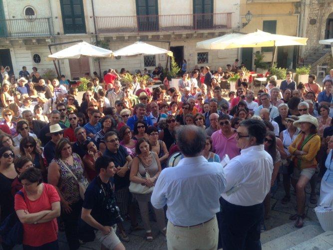 https://www.ragusanews.com/resizer/resize.php?url=https://www.ragusanews.com//immagini_articoli/07-07-2014/1404723582-0-federalberghi-sicilia-a-ragusa-turismo-in-forte-crescita.jpg&size=667x500c0