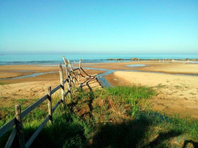 https://www.ragusanews.com/resizer/resize.php?url=https://www.ragusanews.com//immagini_articoli/07-07-2015/1436261510-0-appello-per-la-spiaggia-di-micenci.png&size=668x500c0