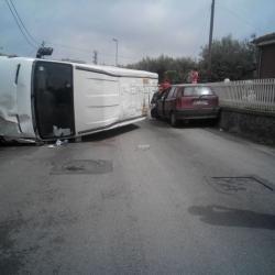 https://www.ragusanews.com/resizer/resize.php?url=https://www.ragusanews.com//immagini_articoli/07-09-2015/1441635452-0-furgone-impazzito-semina-panico-al-mauto.jpg&size=500x500c0
