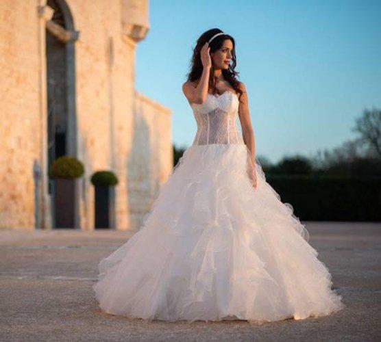https://www.ragusanews.com/resizer/resize.php?url=https://www.ragusanews.com//immagini_articoli/07-10-2016/1475835089-3-sgsposegioielli-abiti-da-sposa-e-cerimonia.jpg&size=556x500c0